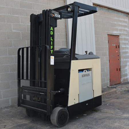 2007 Electric Counterbalanced Standup RC302030 forklift